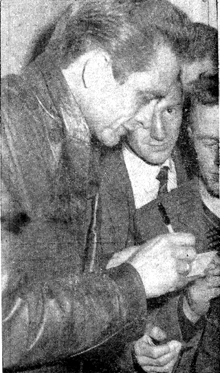 photo with people - johnny-cash-ireland-mallow-1963