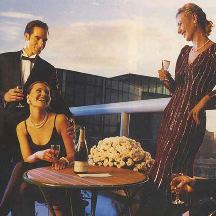 Advert for Apartments at Custom House Harbour 1994